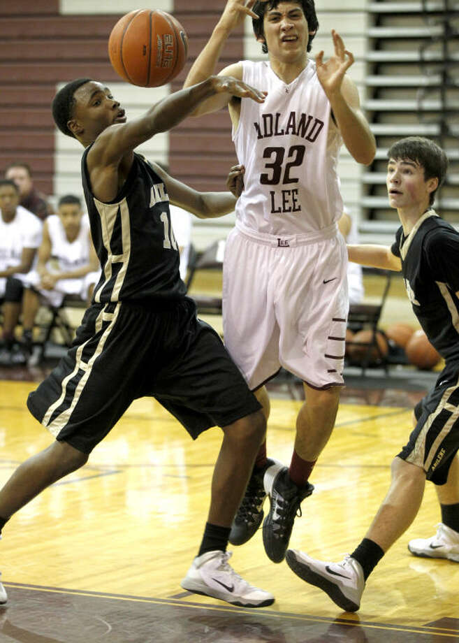 Lee's Donald Ekman (32) gets fouled by Abilene's Diamond Gary (10) on Thursday at Lee High. James Durbin/Reporter-Telegram Photo: JAMES DURBIN