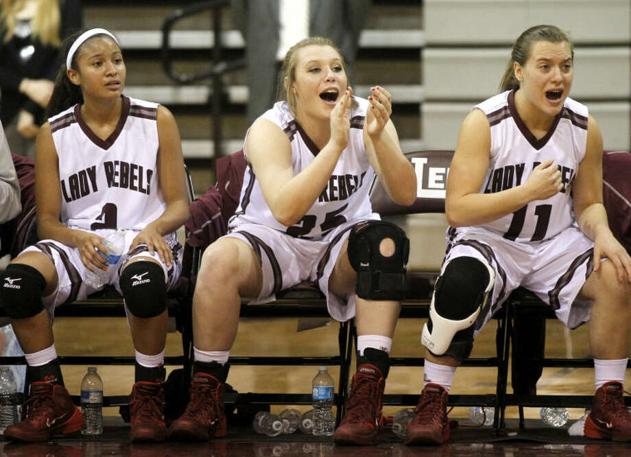 Lee's Allison Valdez (2), Hannah Payne (25) and Savannah Sutton (11) react during the game against Abilene on Thursday at Lee High. James Durbin/Reporter-Telegram Photo: JAMES DURBIN