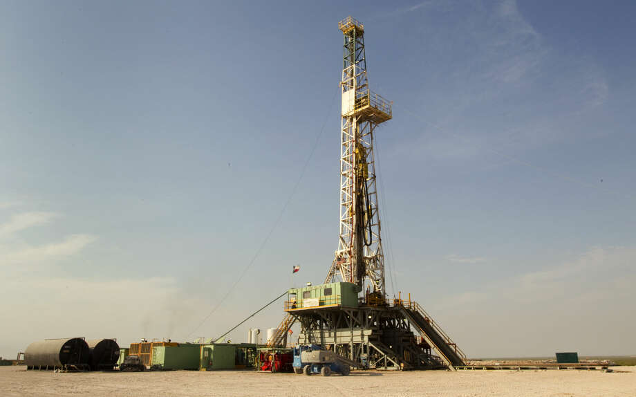 An oil rig running on Anadarko's Raybank Well is shown Thursday, June 2, 2011, near the west Texas town of Mentone, about 90 miles west of Midland. ( Brett Coomer / Houston Chronicle ) Photo: Brett Coomer