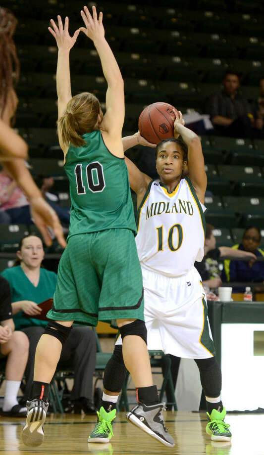 Midland College's Tanjanay Viega looks to pass against Clarendon College's Jaylee Mays on Dec. 6 at Chaparral Center. James Durbin/Reporter-Telegram Photo: James Durbin