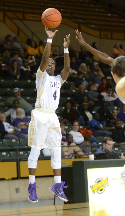 Midland High's A.D. Johnson (4) shoots against Abilene High on Friday, Jan. 16, 2015 at Chaparral Center. James Durbin/Reporter-Telegram Photo: James Durbin