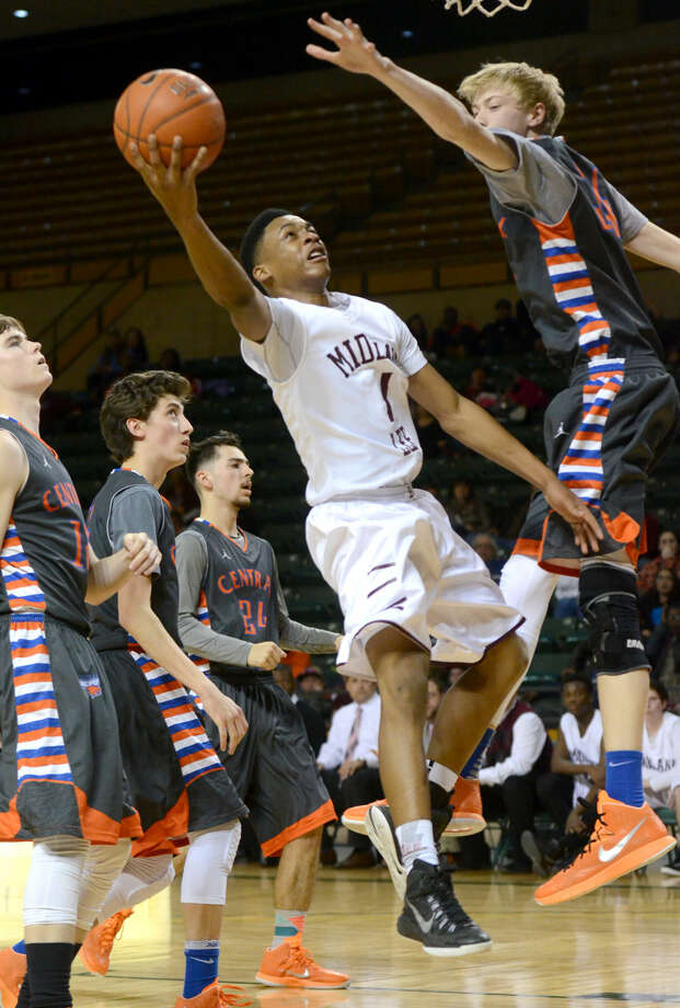 Lee High's Semaj Davis (1) goes up for a layup against San Angelo Central's Kolton Kohl (34) on Tuesday, Feb. 17, 2015 at Chaparral Center. James Durbin/Reporter-Telegram Photo: James Durbin