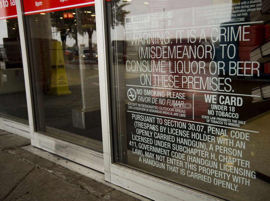 No Open Carry signage outside HEB Friday 01-01-16. Tim Fischer\Reporter-Telegram Photo: Tim Fischer