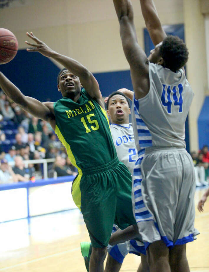 Midland College's Cory Scott bends around Odessa College's Zeldric King in the first half Monday at the OC Sports Center. Ryan Evon/Odessa American Photo: Ryan Evon|Odessa American