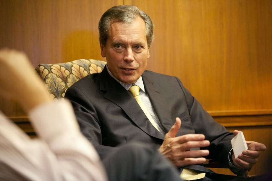 Lt. Gov. David Dewhurst talks Wednesday with the Reporter-Telegram editorial board about issues legislators will face in the upcoming session. Photo: Cindeka Nealy