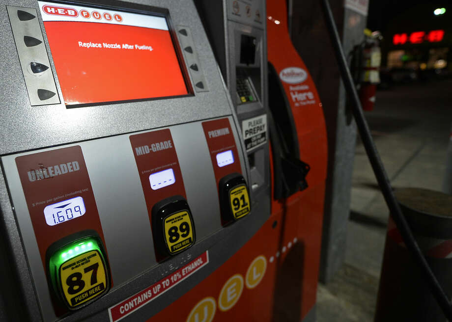 The price for a gallon of gasoline fell to $1.60 as seen at H.E.B. on Thursday, Nov. 19, 2015. James Durbin/Reporter-Telegram Photo: James Durbin