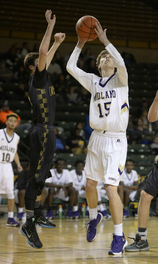 Midland High's Andrew Norwood (15) attempts to score against Grady's Kyle Garza (1) on Friday, Jan. 8, 2016, at Chaparral Center. James Durbin/Reporter-Telegram Photo: James Durbin