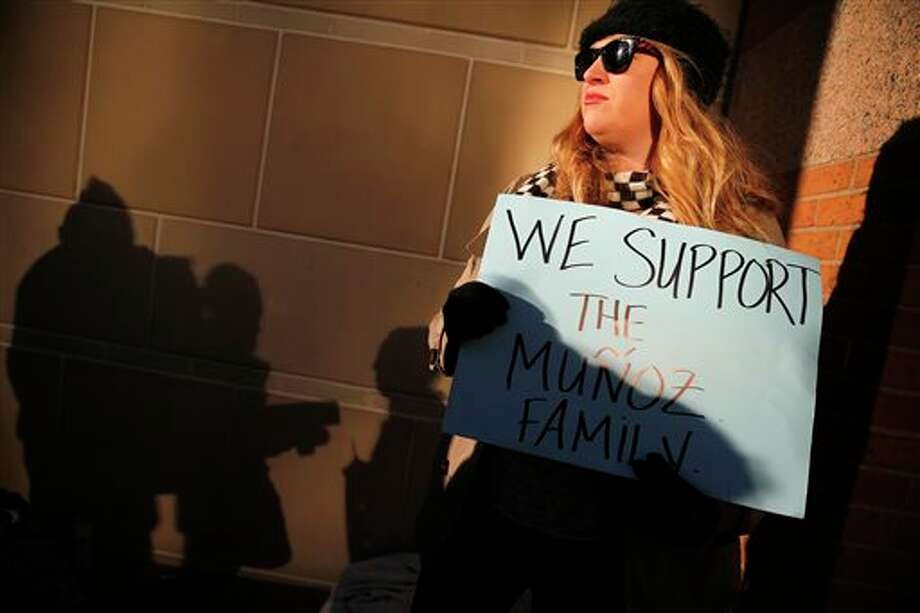 Autumn Brackeen of Fort Worth, Texas shows her support for the Munoz family outside the Tim Curry Criminal Justice Center, in Fort Worth, Texas on Friday, Jan. 24, 2014, after a judge ruled in Marlise Munoz life or death case. Erick Munoz's wife Marlise is brain dead and on life support with his unborn child at John Peter Smith Hospital. The judge has sided with the family of Marlise Munoz and ordered John Peter Smith Hospital to declare the pregnant woman dead and withdraw life support by 5 p.m. Monday. (AP Photo/The Dallas Morning News, Tom Fox) Photo: Tom Fox / The Dallas Morning News
