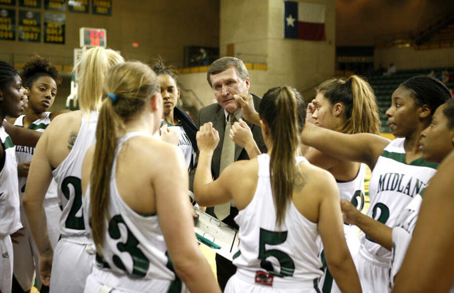 Midland College women's basketball head coach Ron Jones talks to his team during a timeout in the game against Howard College on Wednesday at Chaparral Center. James Durbin/Reporter-Telegram Photo: JAMES DURBIN