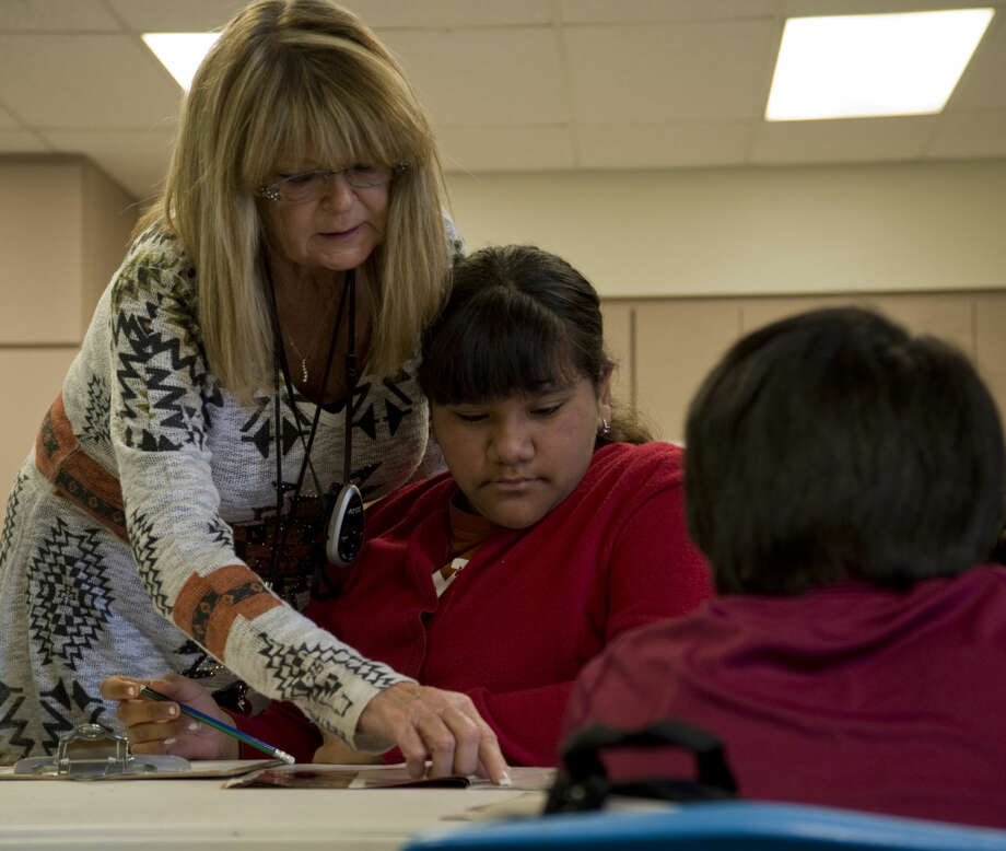 Diane Harris works with her students Monday 01-11-16 at Jones Elementary. Tim Fischer\Reporter-Telegram Photo: Tim Fischer