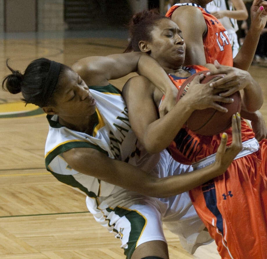 Midland College's Walnatia Wright fights for a loose ball with South Plains' Courtney Randle Thursday, 1-22-15, at the Chaparral Center. Tim Fischer\Reporter-Telegram Photo: Tim Fischer