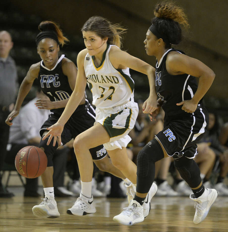 Midland College's Kayla Bretherton (32) takes the ball down the court against Frank Phillips College on Thursday, Jan. 14, 2016, at Chaparral Center. James Durbin/Reporter-Telegram Photo: James Durbin
