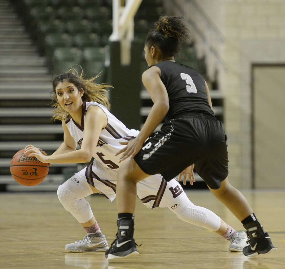 Lee High's Kristyn Velasquez (5) moves the ball against Permian High's Tatanesha Fleming (3) on Friday, Jan. 15, 2016, at Chaparral Center. James Durbin/Reporter-Telegram Photo: James Durbin