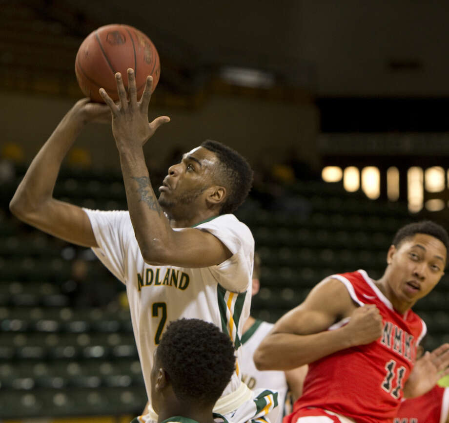 Midland College's Jachai Simmons drives to the basket Monday 01-25-16 against NMMI at the Chaparral Center. Tim Fischer/Reporter-Telegram Photo: Tim Fischer