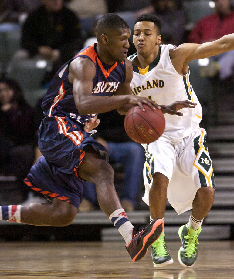Midland College's Dylan Cham (4) covers South Plains College's Andre Home (20) on Thursday, Jan. 22, 2015 at Chaparral Center. James Durbin/Reporter-Telegram Photo: James Durbin