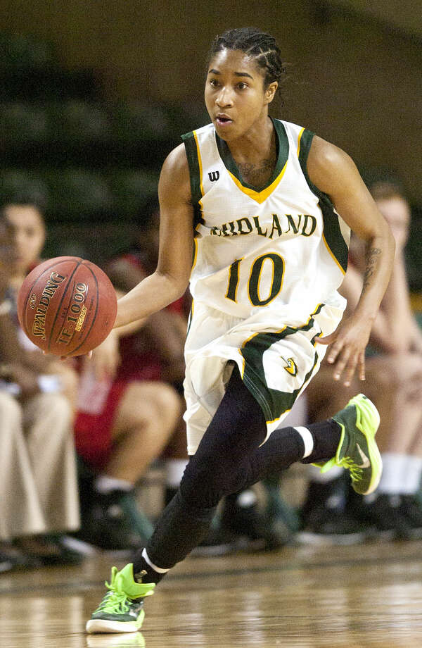 Midland College's Tajanay Veiga (10) takes the ball down the court against Howard College on Thursday, Jan. 29, 2015 at Chaparral Center. Midland College beat Howard College 61-51. James Durbin/Reporter-Telegram Photo: James Durbin