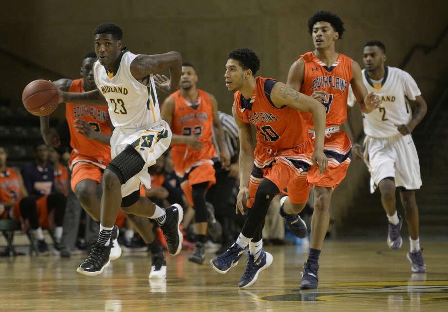 Midland College's Daeshon Francis (23) moves the ball against South Plains on Thursday, Jan. 28, 2016, at Chaparral Center. James Durbin/Reporter-Telegram Photo: James Durbin