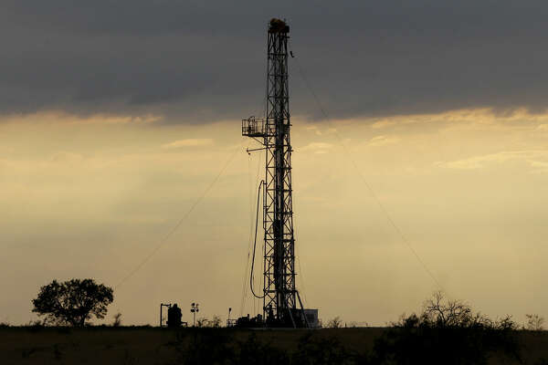 A drilling rig using horizontal drilling is seen near Kennedy.
