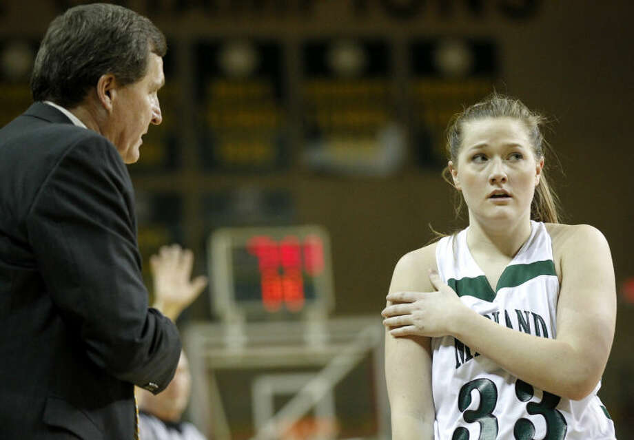 Midland College women's basketball head coach Ron Jones talks to Ellyn Avery (33) on the sidelines during the game against New Mexico JC on Thursday at Chaparral Center. James Durbin/Reporter-Telegram Photo: JAMES DURBIN