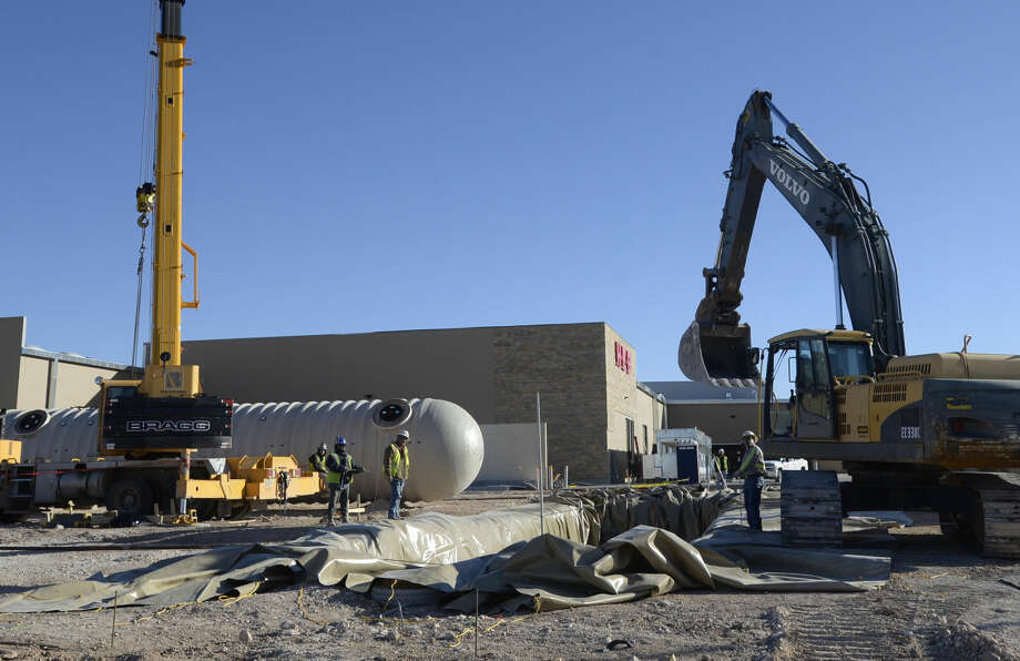 A work crew installs a gas tank into the ground at the HEB located at Hwy 191 and Loop 250 on Tuesday, Dec. 5, 2015. James Durbin/Reporter-Telegram Photo: James Durbin