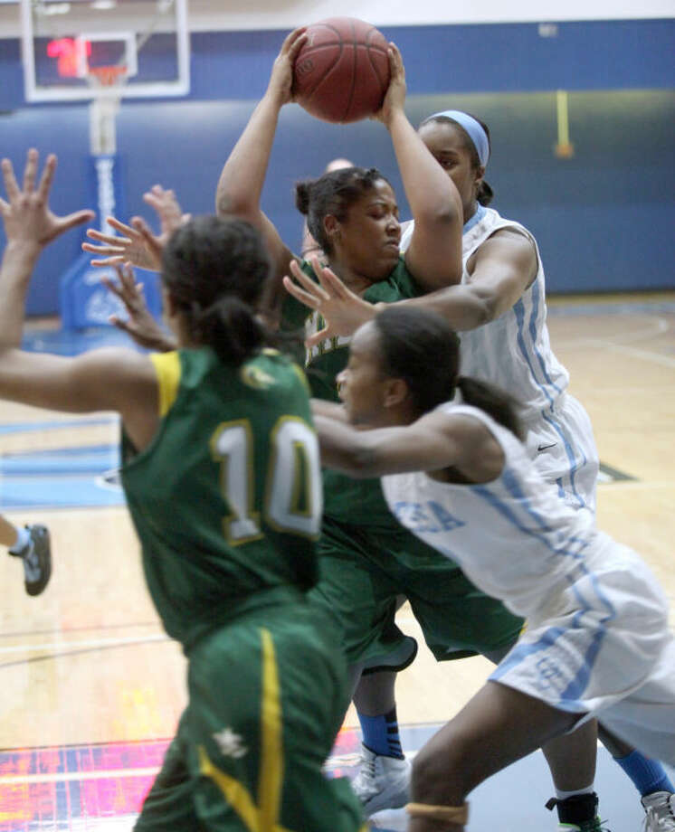 Midland College's Diamalises Rivera is pressured by Odessa College's Terriah Cooper in the second half Monday at the OC Sports Center. Ryan Evon/Odessa American Photo: Ryan Evon|Odessa American