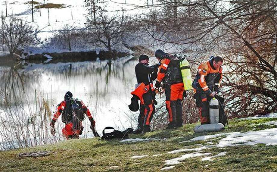 In this Jan. 31, 2016 photo, troopers prepare to search the Duck Pond in Blacksburg, Va. The investigation continued in the death of Nicole Madison Lovell as a state police search and recovery team searched the pond for evidence on the Virginia Tech Campus. (Edmee Rodriguez/The Roanoke Times via AP) LOCAL TELEVISION OUT; SALEM TIMES REGISTER OUT; FINCASTLE HERALD OUT; CHRISTIANBURG NEWS MESSENGER OUT; RADFORD NEWS JOURNAL OUT; ROANOKE STAR SENTINEL OUT; MANDATORY CREDIT Photo: Edmee Rodriguez