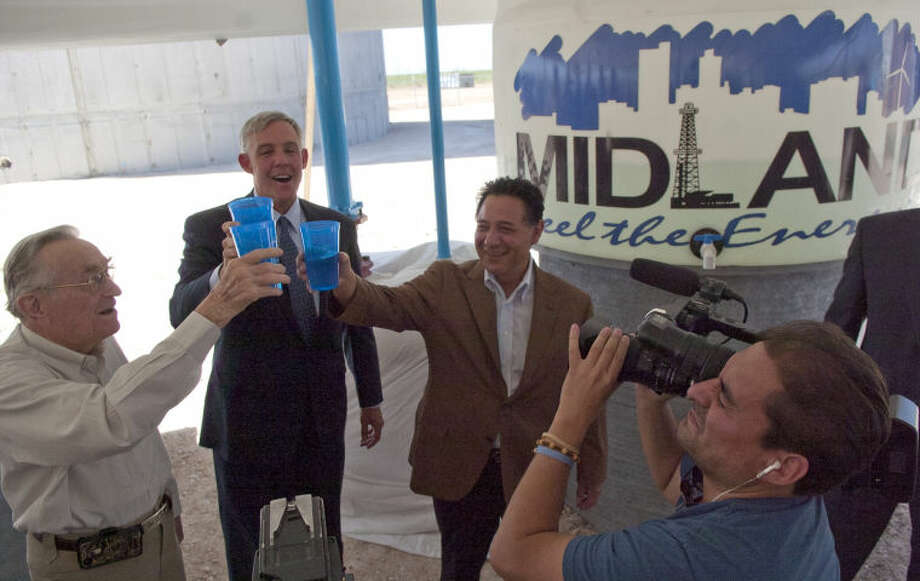 (File Photo) From left, former mayor Ed Magruder, Mayor Wes Perry, and Jose Cuevas, president of the Midland County Fresh Water Supply District No. 1speaks sample the water for the first time during the T-Bar ribbon cutting ceremony Friday at the elevated storage tank near 191 and 1788. James Durbin/Reporter-Telegram Photo: JAMES DURBIN