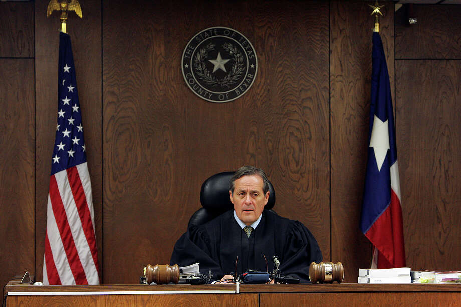 """District Judge Larry Noll issued a temporary restraining order requiring Castle Jill Councilman Douglas Gregory to """"immediately and publicly retract"""" claims in a campaign flier criticizing his opponent, former Castle Hills Mayor Bruce Smiley-Kaliff. A three-judge panel of the 4th Court of Appeals overturned his restraining order. Photo: Express-News File Photo / SAN ANTONIO EXPRESS-NEWS"""