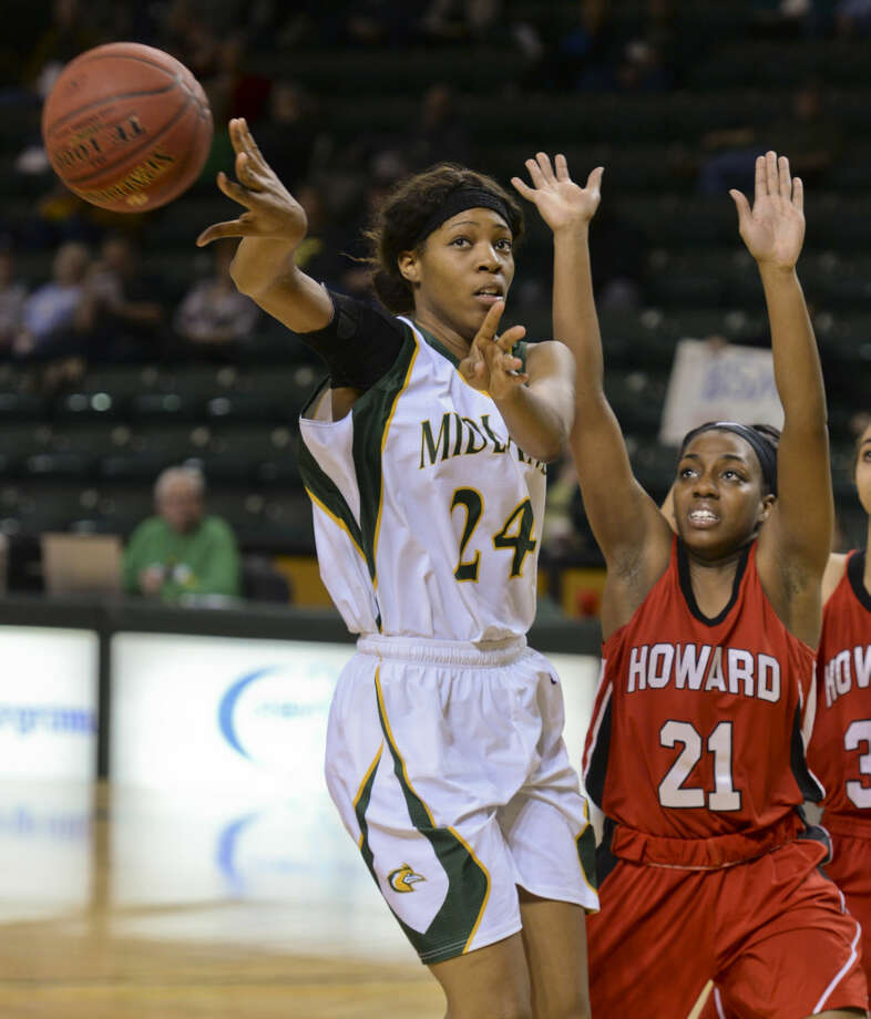 Midland College's Walnatia Wright passes the ball back outside as Howard's Dabriona Williams defends Monday 02-08-16 at the Chaparral Center. Tim Fischer/Reporter-Telegram Photo: Tim Fischer