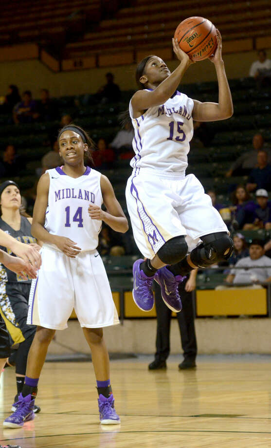Midland High's Alexandrea Washington (15) goes up for a layup against Abilene High on Friday, Jan. 16, 2015 at Chaparral Center. James Durbin/Reporter-Telegram Photo: James Durbin