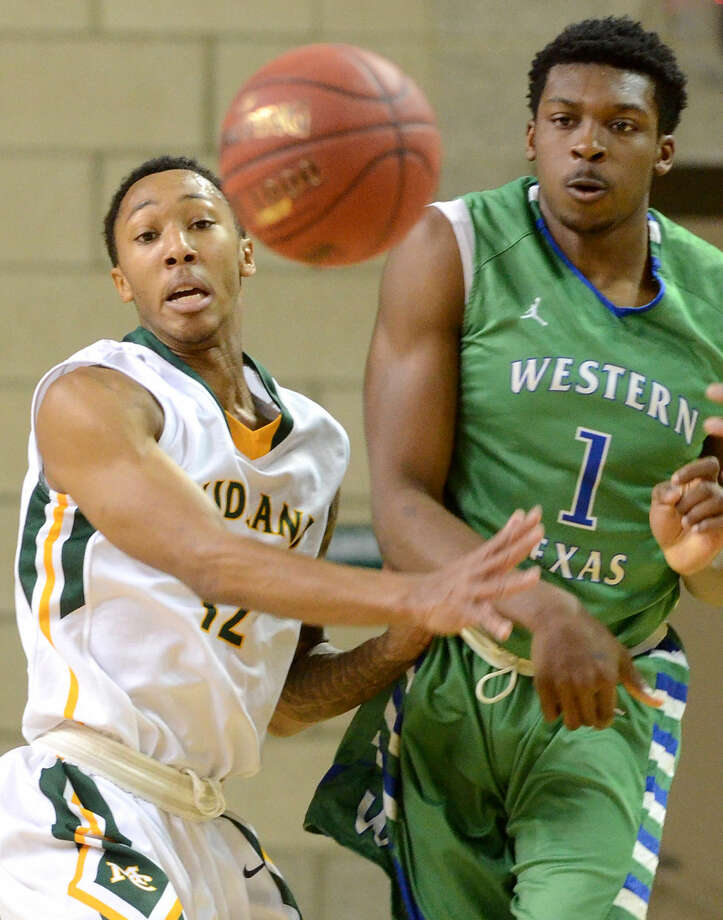 Midland College's Bryce Ervin (12) guards Western Texas College's Jeffrey Uju (1) on Thursday, Feb. 11, 2016, at Chaparral Center. James Durbin/Reporter-Telegram Photo: James Durbin