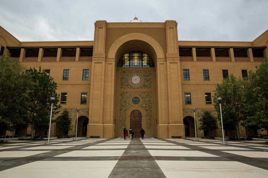 This file photo shows the Central Academic Building at the Texas A&M University-San Antonio campus. Lt. Gov. Dan Patrick says to move forward in providing affordable, excellent higher education to Texas students, universities must scrutinize every dollar spent. Photo: Carolyn Van Houten /For The Express-News / 2015 San Antonio Express-News