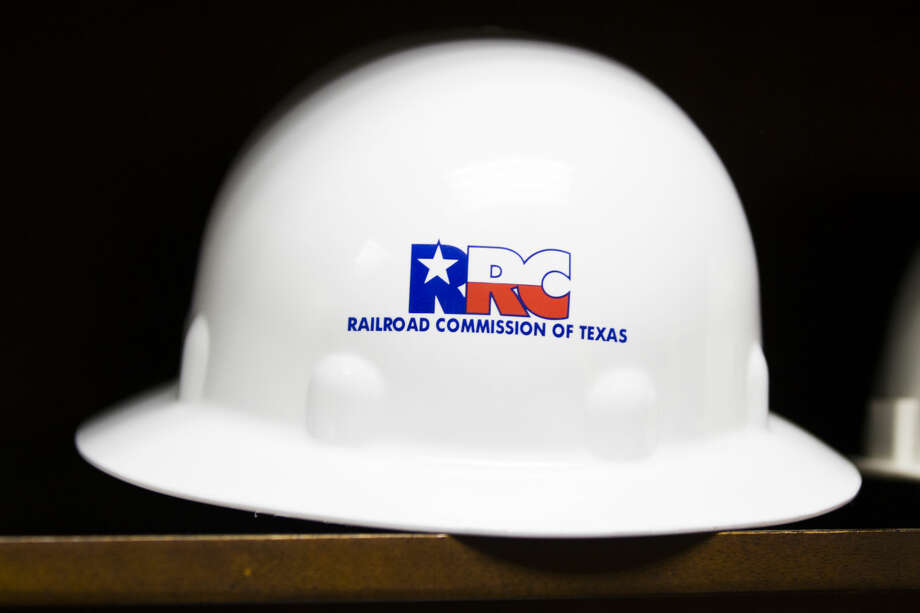 , Sen. José Rodríguez sought to amend the bill to require the Texas Railroad Commission to develop a searchable online database of violations by oil and gas companies and complaints against them, along with inspection reports and enforcement actions taken by the agency.