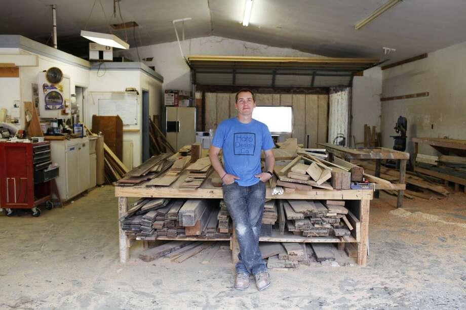 Carpenter clint harp becomes 39 fixer upper 39 competition for Is clint harp still on fixer upper