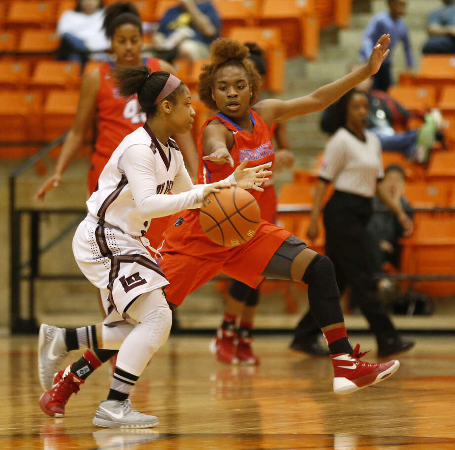 Duncanville's Tae Davis(15) defends as Lee's Alaysha Green (3) advances the gallup the court during the first half of play in a 6A girls regional semifinal playoff game at Wilkerson Greines Athletic Center in Fort Worth on Friday, February 26, 2016. (Vernon Bryant/The Dallas Morning News) Photo: Vernon Bryant