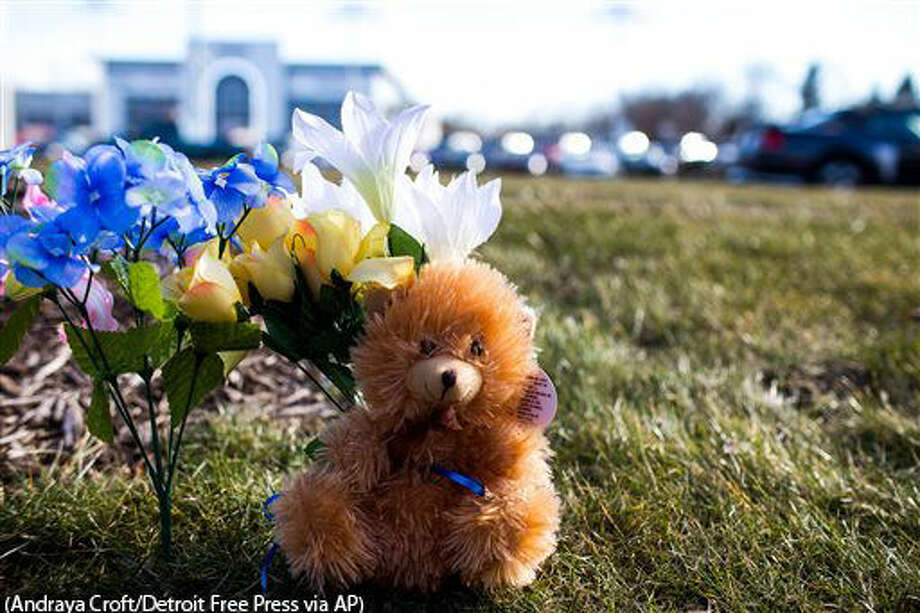 A makeshift memorial is seen near where people were shot near car dealership Sunday, Feb. 21, 2016, in Kalamazoo, Mich. According to police a man drove around Kalamazoo fatally shooting several people at multiple locations on Saturday. Authorities identified the shooter as Jason Dalton. (Andraya Croft/Detroit Free Press via AP) DETROIT NEWS OUT; TV OUT; MAGS OUT; NO SALES; MANDATORY CREDIT DETROIT FREE PRESS Photo: Andraya Croft