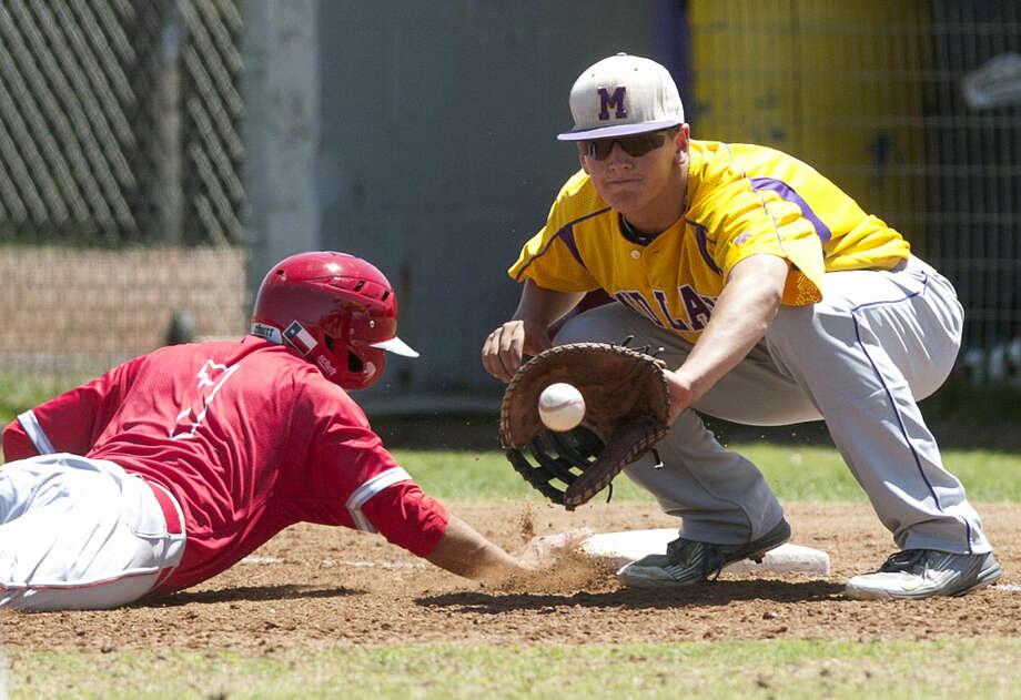 Midland High's Sam Bertelson catches a pickoff attempt against Odessa High's Zach Salcido on Saturday, April 18, 2015, at Zachery Field. James Durbin/Reporter-Telegram Photo: James Durbin