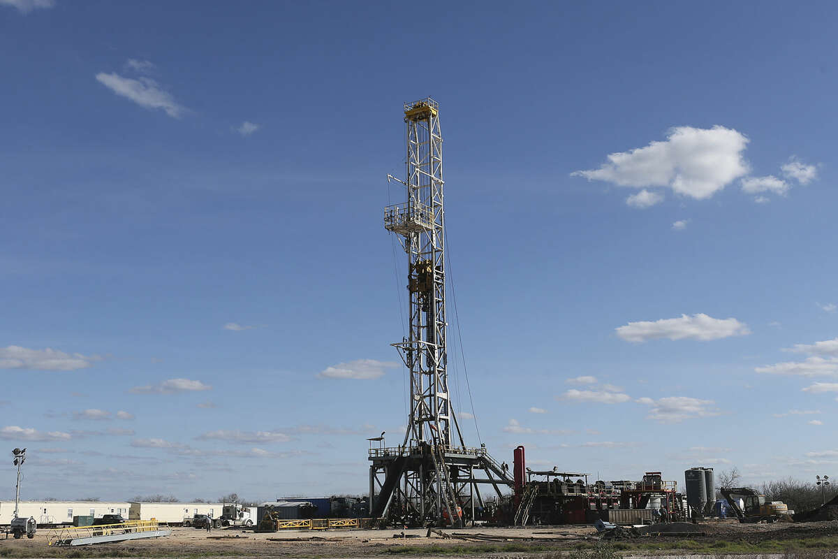 This file photo shows a drilling rig off Texas State Highway 72 east of Tilden, Texas, Thursday.