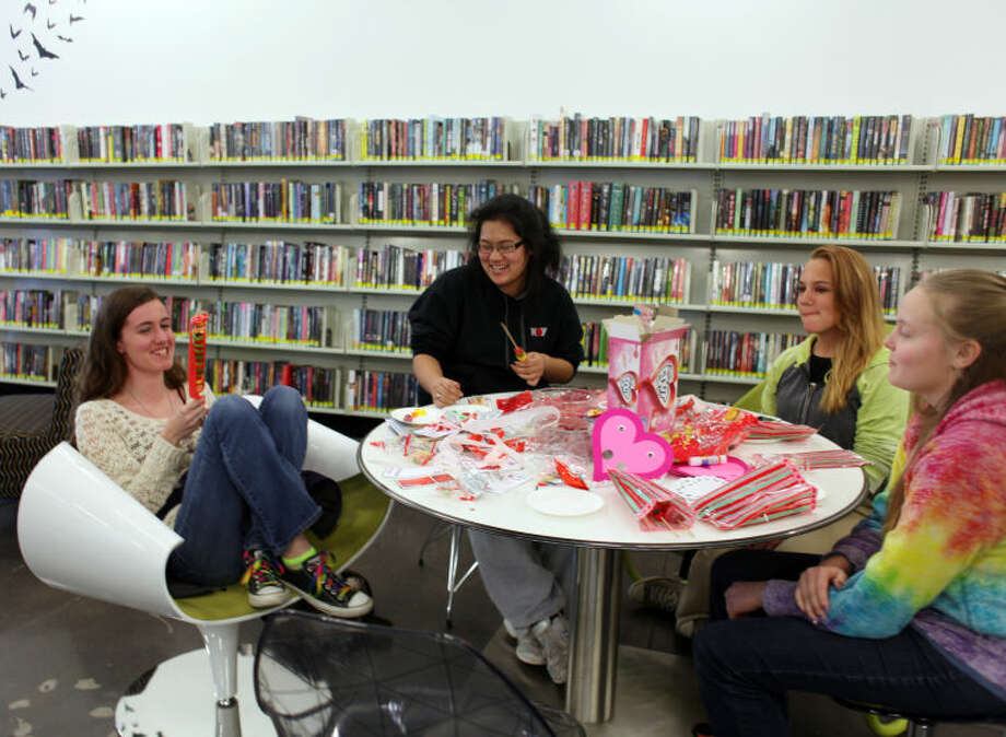 Members of Midland County Public Library's Teen Advisory Board make valentines during Teen Craft Night at the Centennial Library. Photo: MARY POWERS