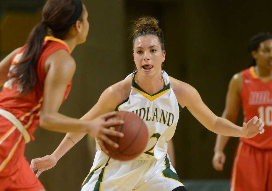 Midland College's Valentine Zambelli (22) guards New Mexico Junior College's Dezirae Hampton (24) on Thursday, Feb. 18, 2016, at Chaparral Center. James Durbin/Reporter-Telegram Photo: James Durbin