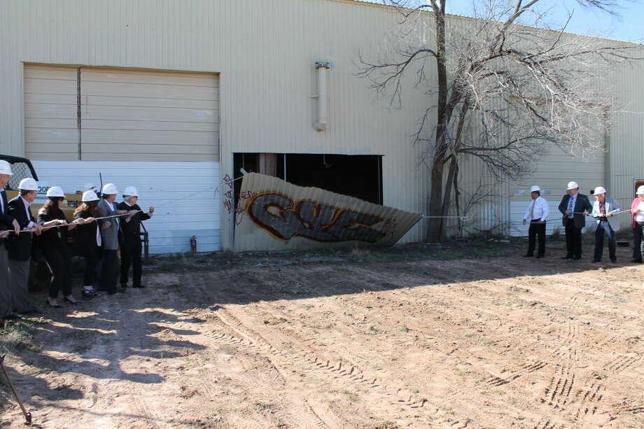 Officials broke ground Wednesday on a newWest Texas Food Bank community volunteer center. Photo: Steve Kuhlmann/Reporter-Telegram