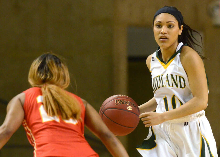 Midland College's Tae'lor Hodge (10) moves the ball against New Mexico Junior College's Camille Mills (20) on Thursday, Feb. 18, 2016, at Chaparral Center. James Durbin/Reporter-Telegram Photo: James Durbin