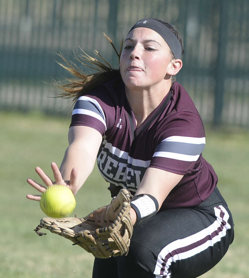 Lee's Lindsey Greenlee makes a catch for an out against Alpine in a West Texas Softball Classic match Saturday, Feb. 27, 2016, at Freddie Ezell Softball Complex. James Durbin/Reporter-Telegram Photo: James Durbin