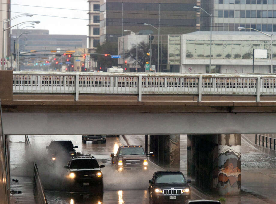 Vehicles splash through the underpass where Front Street crosses over Big Spring Street after rainfall Saturday, March 21, 2015. James Durbin/Reporter-Telegram Photo: James Durbin