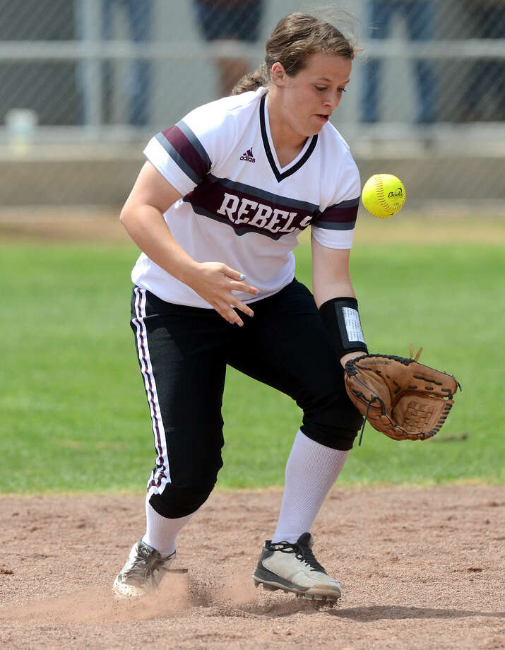 Lee High's Sarah Welsh bobbles the ball before throwing to first base for an out against Odessa High on Saturday, April 11, 2015, at Gene Smith field. James Durbin/Reporter-Telegram Photo: James Durbin