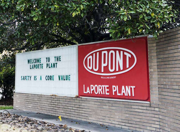 A toxic gas leak at the DuPont plant in La Porte in November 2014 inspired the Chronicle to partner with Texas A&M to analyze chemical safety in the region. (Marie D. De Jesus/Houston Chronicle) Photo: Houston Chronicle