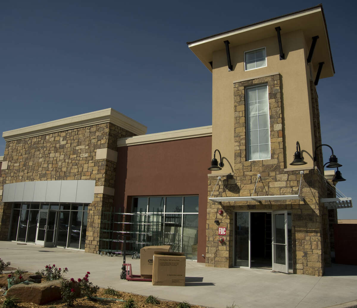 Construction continues Tuesday 03-29-16 for the Potbelly restaurant in the new Red Oak Plaza next to the new HEB on Loop 250. Tim Fischer\Reporter-Telegram