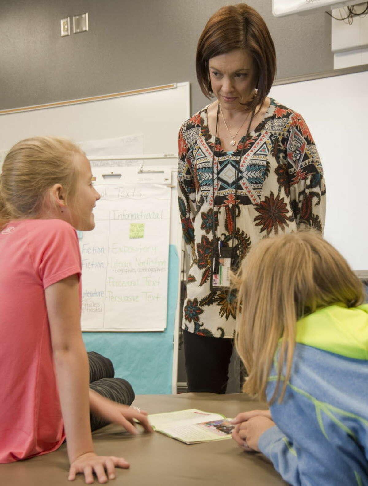 Erin Lloyd, Classroom Pioneer, works with her fourth graders Thursday 03-31-16. Tim Fischer\Reporter-Telegram