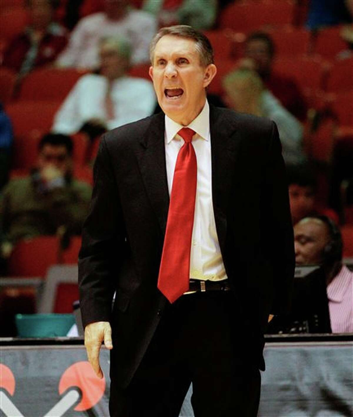 Houston head coach James Dickey yells out instructions against Memphis during the second half of an NCAA college basketball game, Thursday, Feb. 27, 2014, in Houston. Houston won 77-68. (AP Photo/Bob Levey)