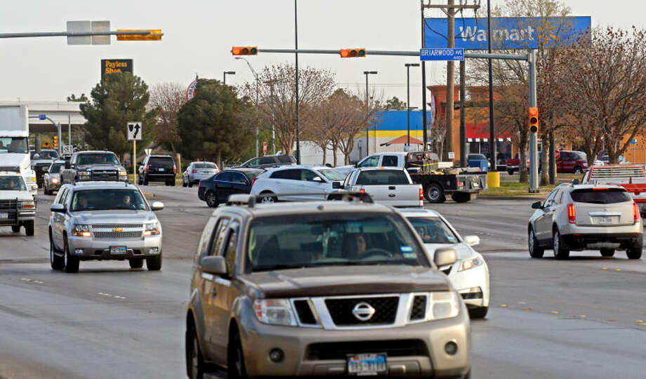 Traffic at the intersection of Briarwood Ave. and Midland Drive on Tuesday, March 25, 2014. James Durbin/Reporter-Telegram Photo: JAMES DURBIN
